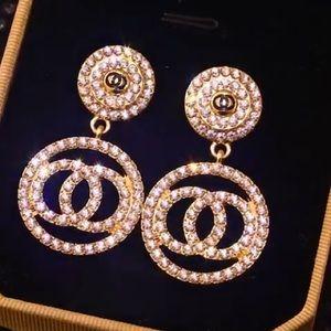 🎀 NWT Party Stylish Gold Rhinestones Earrings